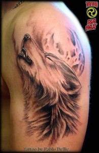 howling-wolf-tattoo-on-shoulder